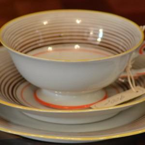 Porcelánový šálek s podšálky