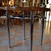 Funkcionalistický chromovaný stůl