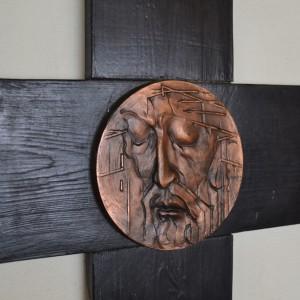 Modernisticky kříž s hlavou Krista