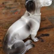 Porcelánová soška jezevčíka