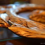Dřevořezba z plátkového zlata