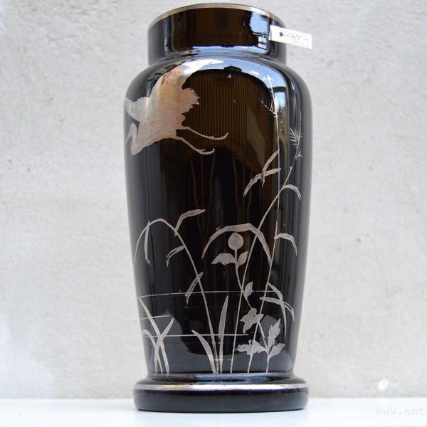 Váza z hyalitového skla