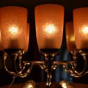 Nádherný osmi-ramenný lustr