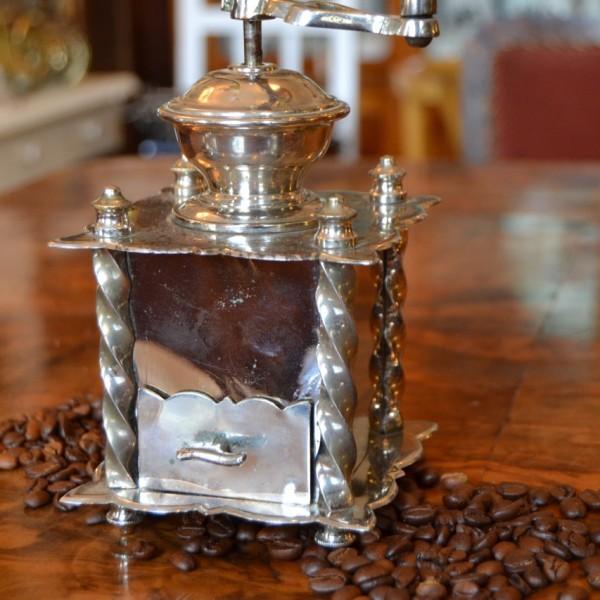 Malý mlýnek na kávu