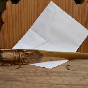 Vkusný nůž na dopisy