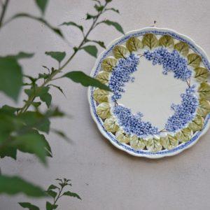 Krásný plasticky velmi povedený talíř