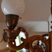Dřevěný, tří-ramenný lustr