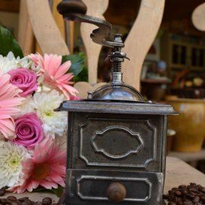 Starožitný mlýnek na kávu