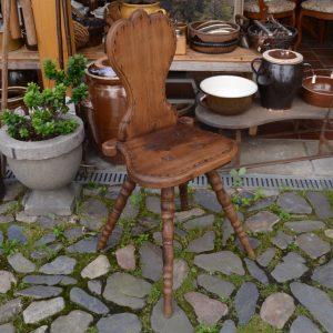 Barokní dubová židle z 1.pol. 18.století