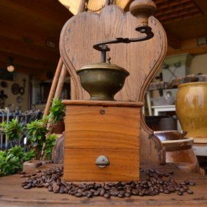 Mlýnek na kávu, dřevo