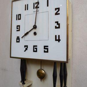 Pérové starožitné hodiny