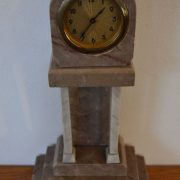 Starožitné sloupkovité hodiny z mramoru