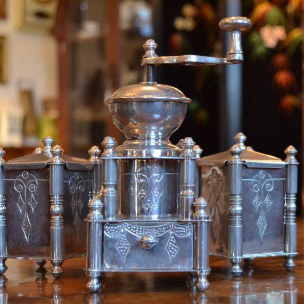 Starožitný secesní mlýnek na koření
