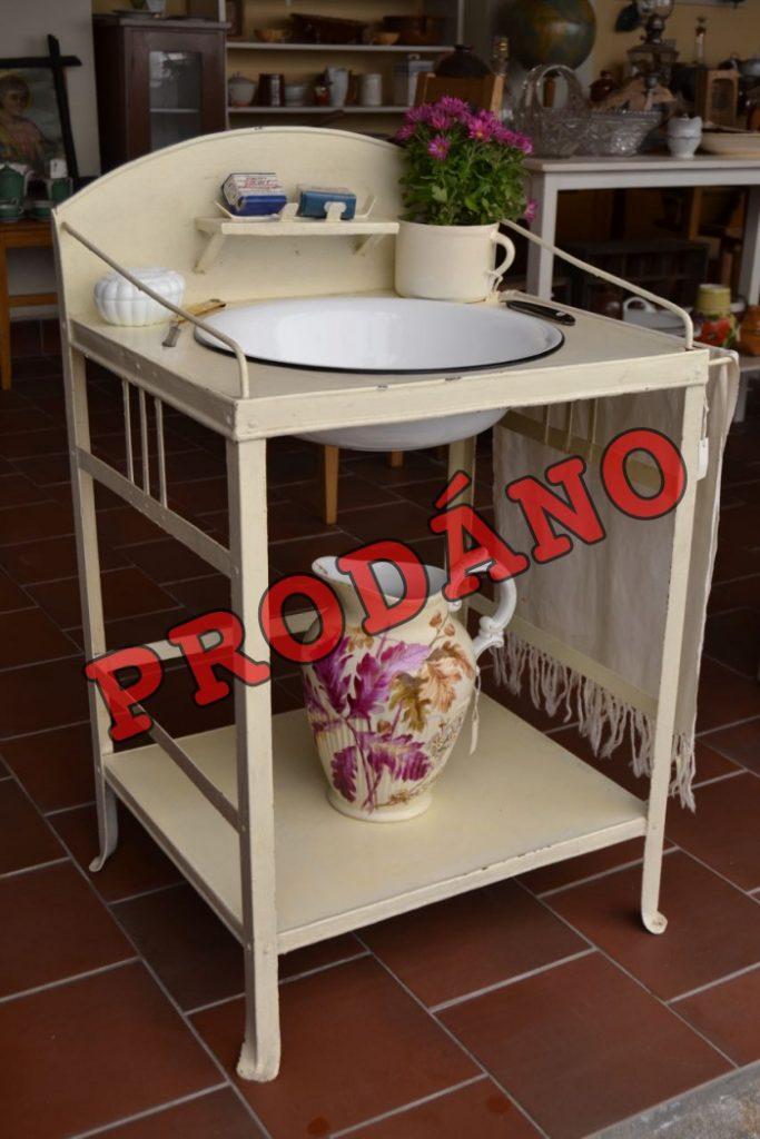 Starožitný mycí stolek
