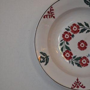 Hluboký starožitný talíř