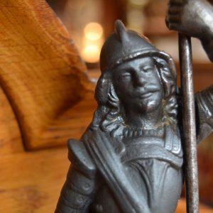 Starožitný svícen jako postava zbrojnoše - Antik Nové Hrady