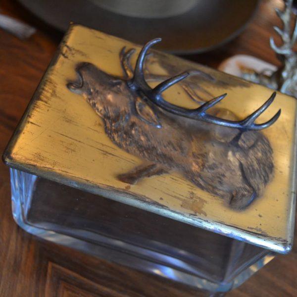 Výjimečná starožitná dóza v loveckém stylu