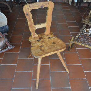 Lidová starožitná židle