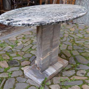 Zahradní starožitný stůl