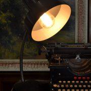 Starožitná bakelitová RETRO lampa