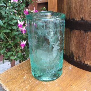 Starožitná váza s loveckým námětem