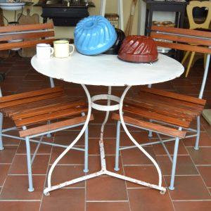 Starožitný zahradní stůl
