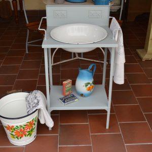 Starožitný umyvadlový stojan