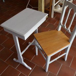 Starožitný stolek