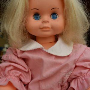 Retro panenka z období socialismu