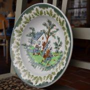Závěsný starožitný talíř s vojáky