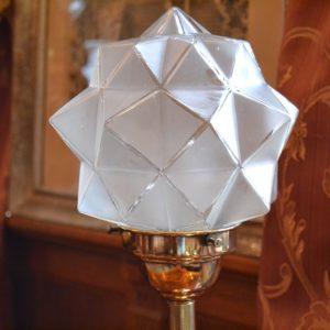 Starožitná mosazná stolní lampička