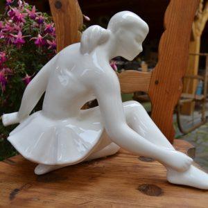 Starožitná soška baletky