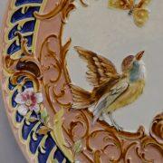 Rokokově zdobený závěsný starožitný talíř