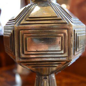 Starožitná kubistická petrolejová lampa z mosazi