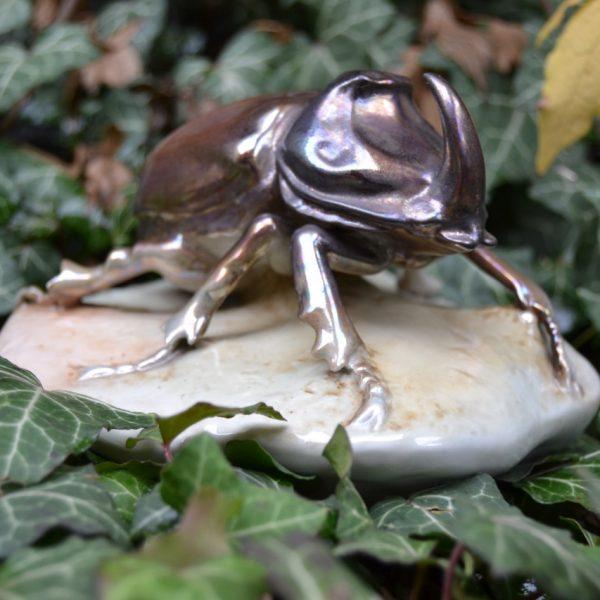 Starožitá soška brouka Nosorožíka