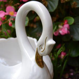 Osobitá starožitná mísa - labuť