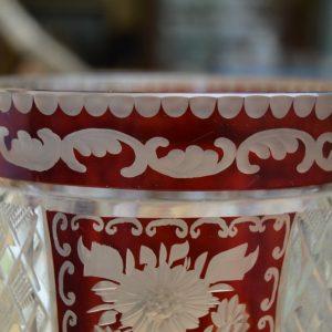 Broušená starožitná váza
