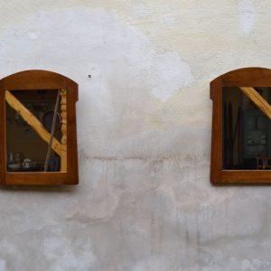 Starožitná zrcadla v secesních mořených rámech, pár