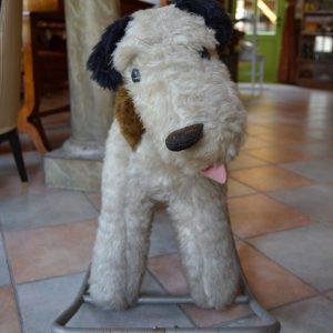 Starožitný houpací pes z období funkcionalismu