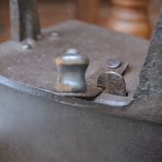 Výjimečná starožitná žehlička