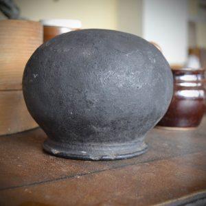Atypická prastará nádoba z pálené hlíny