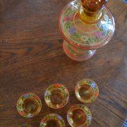 Skleněná starožitná likérová sada