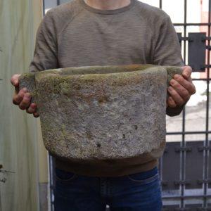 Starožitné kamenné pítko