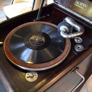 Salonní starožitný gramofon zn. ALBA