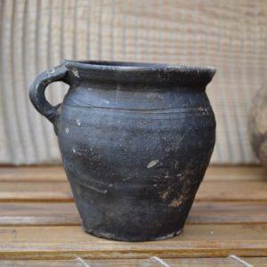 Starověký keramický džbánek