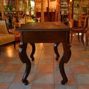 Zajímavý starožitný jídelní stůl