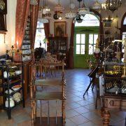 Starožitný hudební etažér