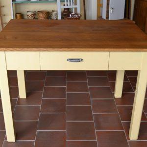 Starožitný kuchyňský stůl