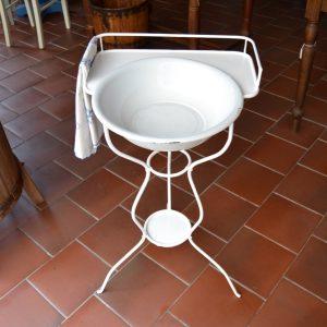 Starožitný stojan s umyvadlem