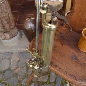Starožitná pivní pumpa
